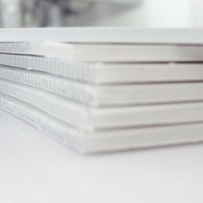 300 exemplaires - 60 x 80 cm - Recto / Verso - oeillets - ép : 3,5 mm