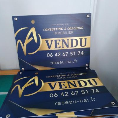 100 exemplaires - 60 x 80 cm - Recto / Verso - oeillets - ép : 3,5 mm